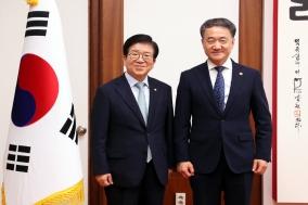 """박병석 국회의장, 박능후 보건복지부 장관에 감사 """"코로나19극복에 큰 힘"""""""